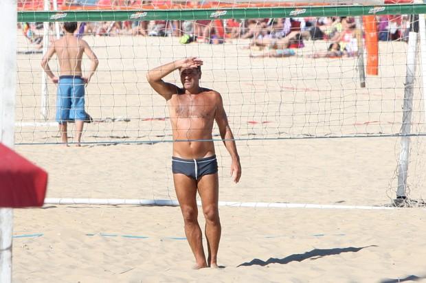 Renato Gaúcho jogando na praia de Ipanema (Foto: Gil Rodrigues / Foto Rio News)