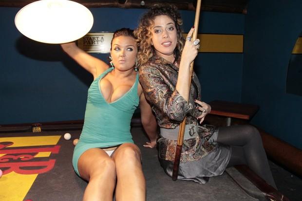 Caren Souza e Rosanna Viegas na festa do programa 'Malícia' em boate no Rio (Foto: Isac Luz/ EGO)