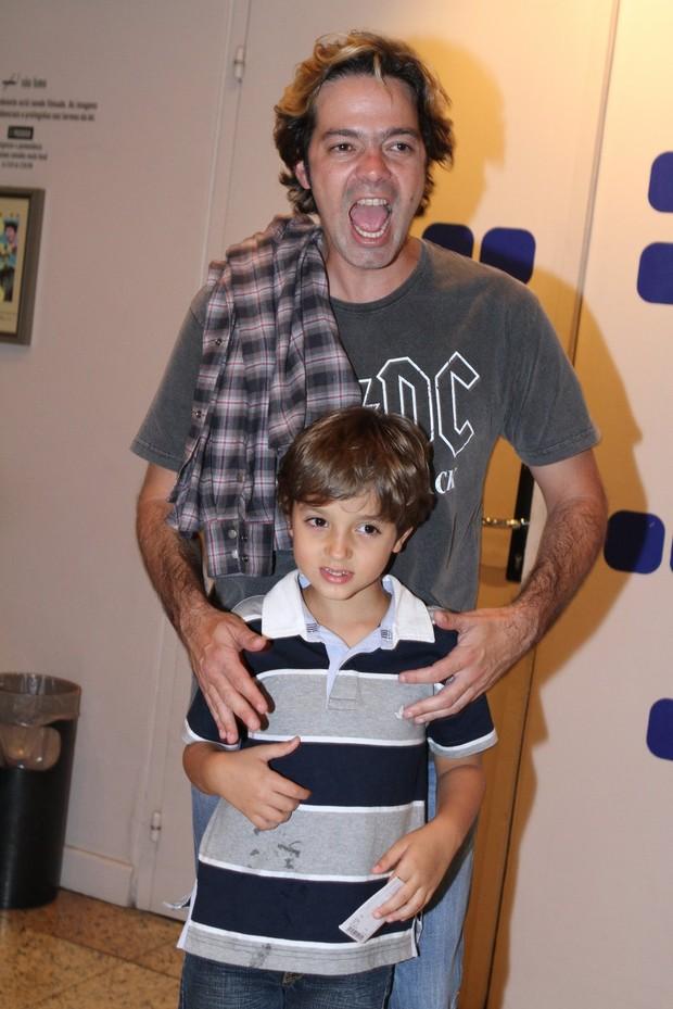 Bruno Mazzeo e o filho (Foto: Raphael Mesquita/PhotoRioNews)