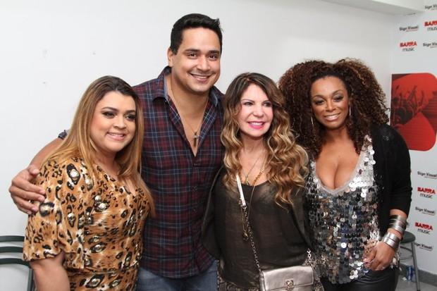 Preta Gil, Xanddy, Elba Ramalho e Paula Lima em bastidores de show no Rio (Foto: Anderson Borde/ Ag. News)