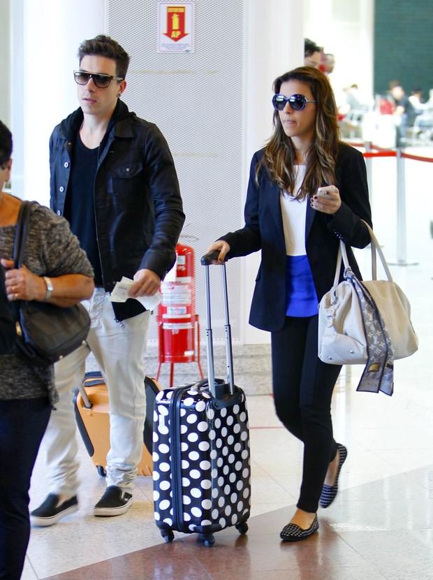 Mariana rios e Di Ferrero embarcam juntos em aeroporto (Foto: Leotty Junior / AgNews)