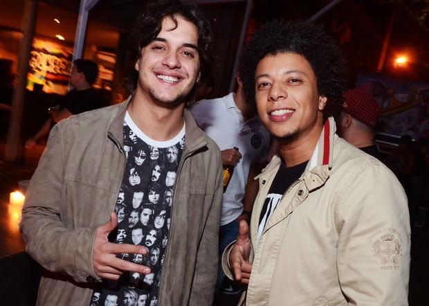Guilherme Boury e amigo em boate na Zona Sul do Rio (Foto: Ari Kaye/ Divulgação)