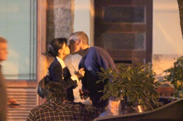 Ana Lima com o namorado Tico Cardoso em restaurante na Zona Sul do Rio (Foto: Fausto Candelária/ Ag. News)