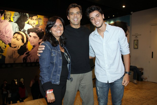 Família Simas na estreia da peça de Felipe Simas, 'Conto de Verão' (Foto: Graça Paes / Foto Rio News)