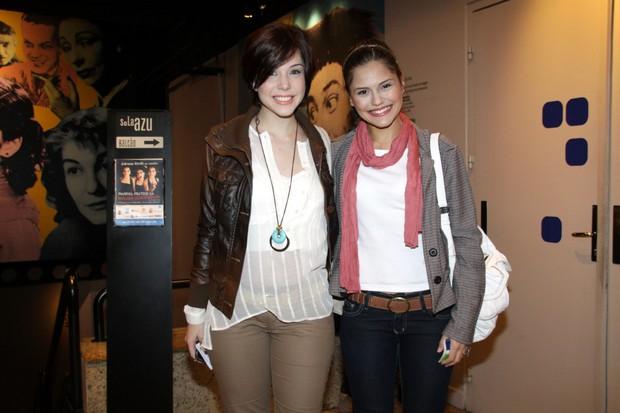 Bia Arantes e Jéssika Alves na estreia da peça 'Conto de Verão' (Foto: Graça Paes / Foto Rio News)