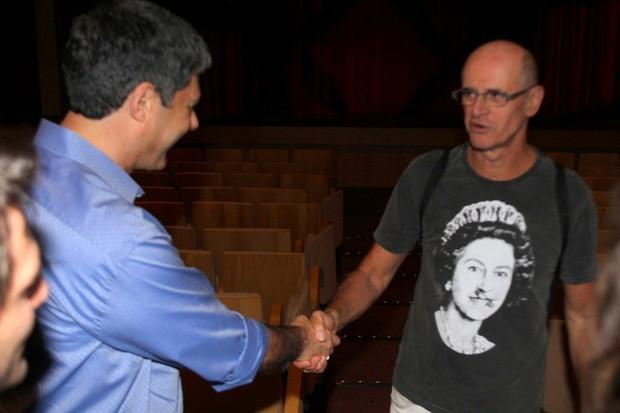 Bonner cumprimenta Marcos Caruso (Foto: Daniel Delmiro / AgNews)