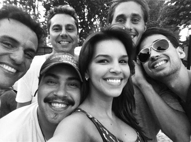 Mariana Rios e elenco de Salve Jorge (Foto: Instagram / Reprodução)