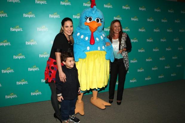Wanessa com a cunhada, Tania BUaiz, e o sobrinho, Felipe (Foto: Iwi Onodera/EGO)