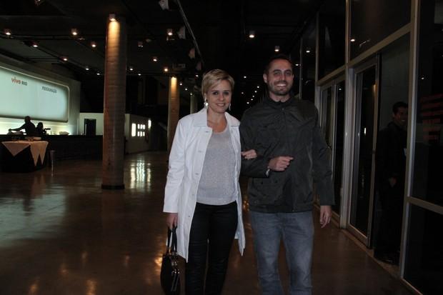 Giulia Gam e o namorado, o professor americano Stephen Bocskay (Foto: Thyago Andrade/Photo Rio News)