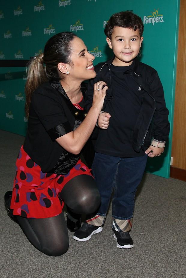 Wanessa na estreia do espetáculo 'Galinha Pintadinha, o Musical', em São Paulo, com o sobrinho, Felipe (Foto: Manuela Scarpa/PhotoRioNews)