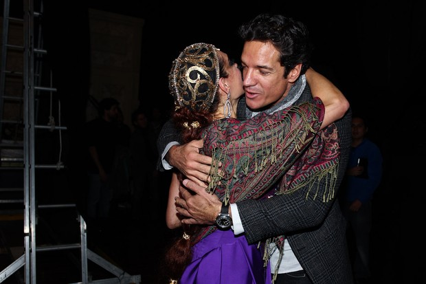 Christiane Torloni recebe o carinho de Carlos Machado em estreia de peça em São Paulo (Foto: Manuela Scarpa/ Foto Rio News)
