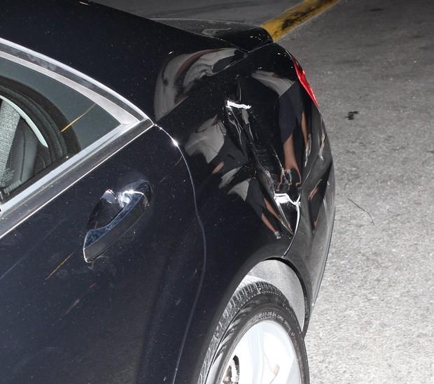 Carro de Katie Holmes e Suri Cruise é atingido por caminhão de lixo