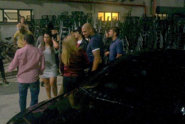 Chegada de Adriano no Show de Alexandre Pires, no Rio (Foto: Léo Martinez/EGO)
