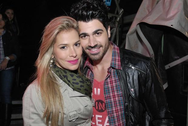 Ex-BBBs Adriana e Rodrigão em São José do Rio preto, interior de São Paulo. (Foto: Marcos Madi/ Divulgação)