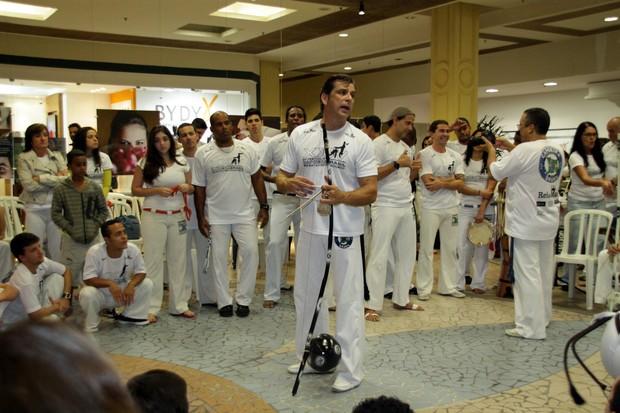 Beto Simas em roda de capoeira (Foto: Graça Paes/Photo Rio News)