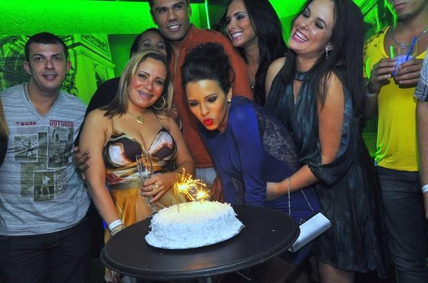Ex-BBB Ariadna comemora aniversário em boate carioca (Foto: Roberto Teixeira/EGO)