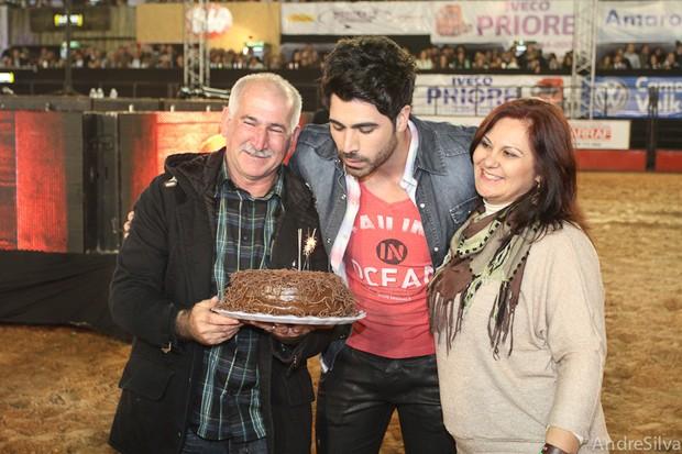 Rodrigão ganha festa surpresa em arena de rodeio (Foto: André Silva / Divulgação)