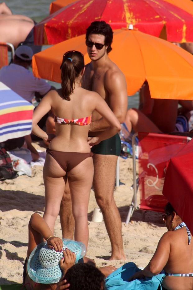 Emiliano D'ávila curte praia acompanhado (Foto: Foto: Edson Teófilo/PhotoRioNews)
