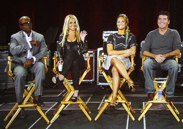 Os jurados do &#8216;The X Factor&#8217; L.A. Reid, Britney Spears, Demi Lovatoa e Simon Cowell em entrevista coletiva em Miami, nos EUA (Foto: Reuters/ Ag&#234;ncia)