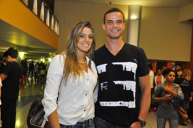 Mari Paraíba com o namorado (Foto: Roberto Teixeira/EGO)