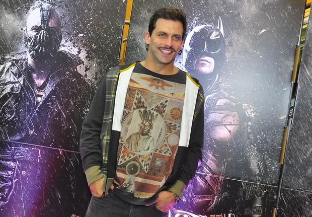 Henri Castelli na pré-estreia de 'Batman: O Cavaleiro das Trevas Ressurge' (Foto: Roberto Teixeira / EGO)