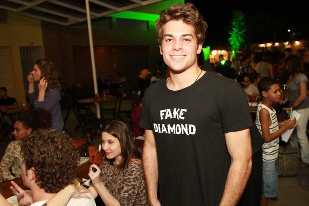 Lucas Cordeiro em festa de 'Malhação' em restaurante no Rio (Foto: Marco Macedo/ Divulgação)