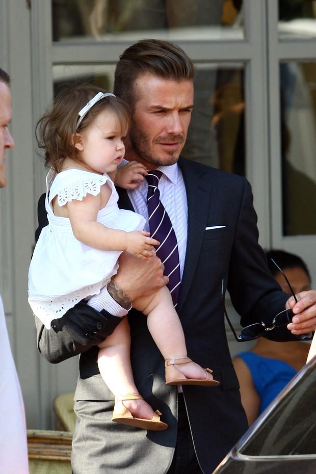 David Beckham e Harper Beckham em restaurante em Londres, na Inglaterra (Foto: Getty Images/ Agência)