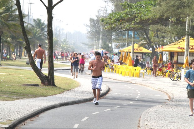 Bruno Gissoni correndo no Recreio, Rio de Janeiro (Foto: Fábio Martins / Agnews)