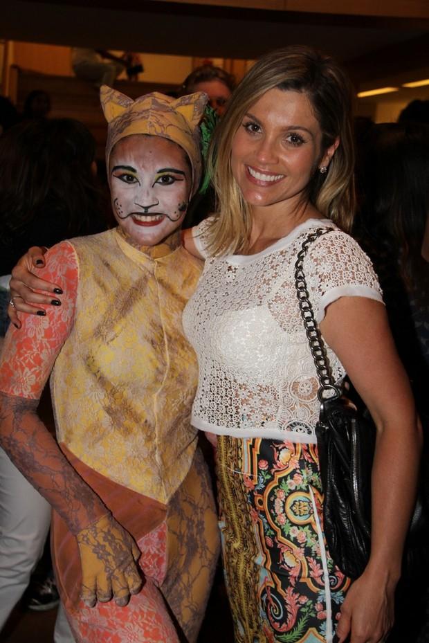 Flávia Alessandra voltou para ver a segunda apresentação da filha (Foto: Ag News/ Daniel Delmiro)