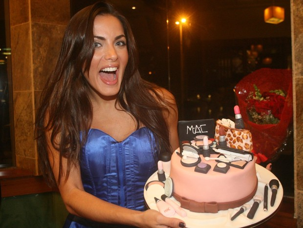 Carla Prata comemora aniversario  (Foto: Rodrigo dos Anjos / AgNews)