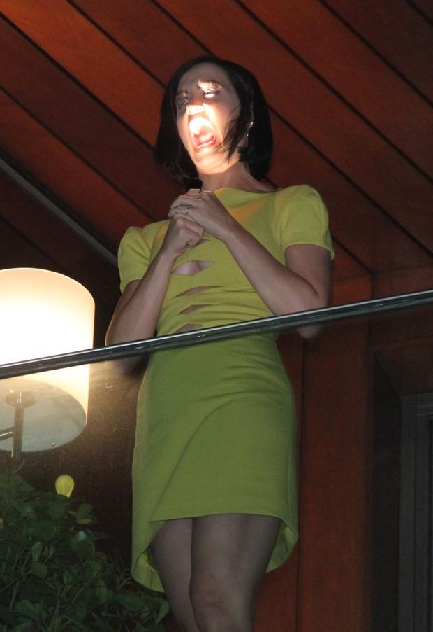 Katy Perry na sacada (Foto: Roberto Filho/ Ag.News)