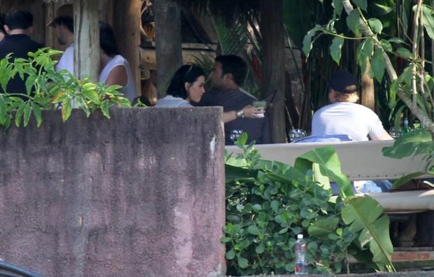 Katy Perry almoça em Santa Teresa (Foto: André Freitas / AgNews)