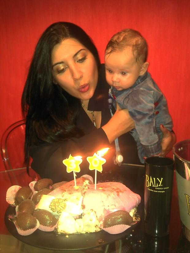 Priscila Pires e o seu filho (Foto: Divulgação)