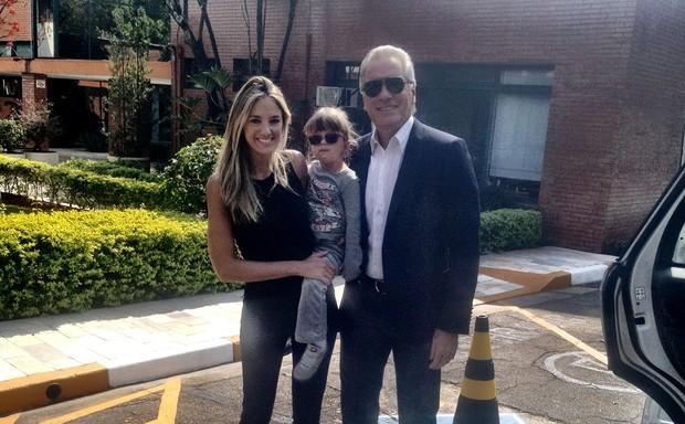 Rafaella Justus com os pais no primeiro dia de escola (Foto: Twitter / Reprodução)