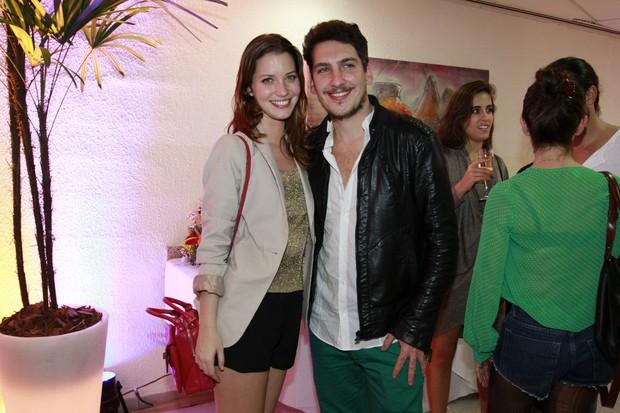 Nathalia Dill com o namorado Caio Sóh em show de Sandy no Rio (Foto: Felipe Panfili e André Muzell/ Ag. News)