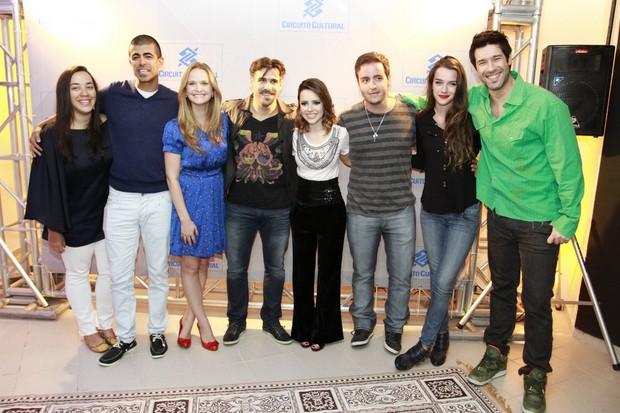 Sandy posa com famosos após show no Rio (Foto: Felipe Panfili e André Muzell/ Ag. News)