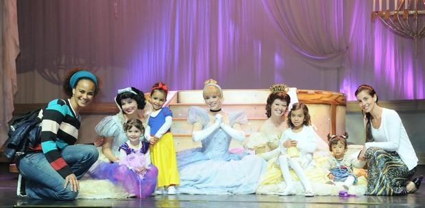 Tania Khalil e Luciana Mello levam filhas em peça infantil (Foto: Francisco Cepeda/ Ag. News)