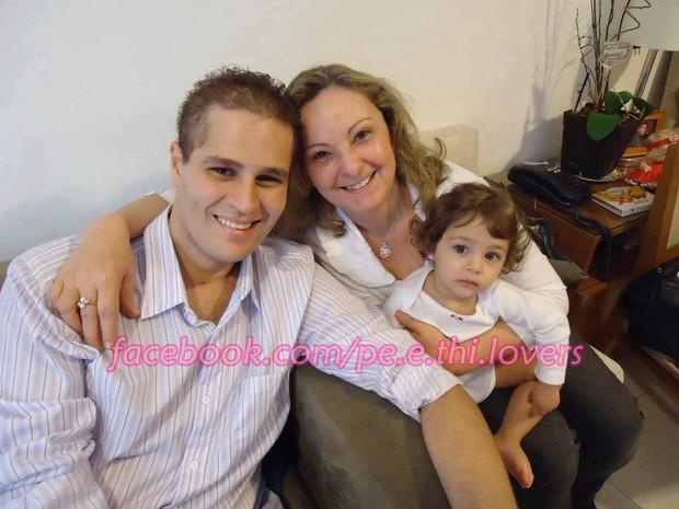 Pedro Leonardo e família (Foto: Reprodução/Facebook)