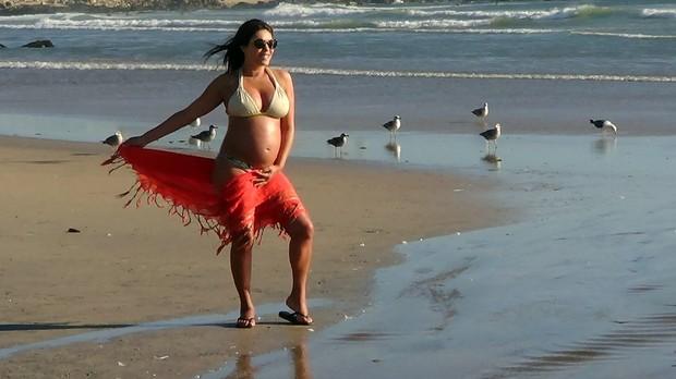 Márcia Goldschmidt exibe o barrigão de cinco meses (Foto: Divulgação)