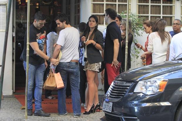 Antonia Pires na porta do restaurante (Foto: Jeferson Ribeiro e Clayton Militão/ Foto Rio News)