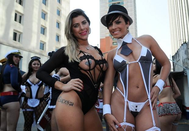 Ana Paula Minerato e Babi Rossi em São Paulo (Foto: Francisco Cepeda / AgNews)