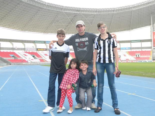 Tulio Maravilha com os filhos (Foto: Divulgação)