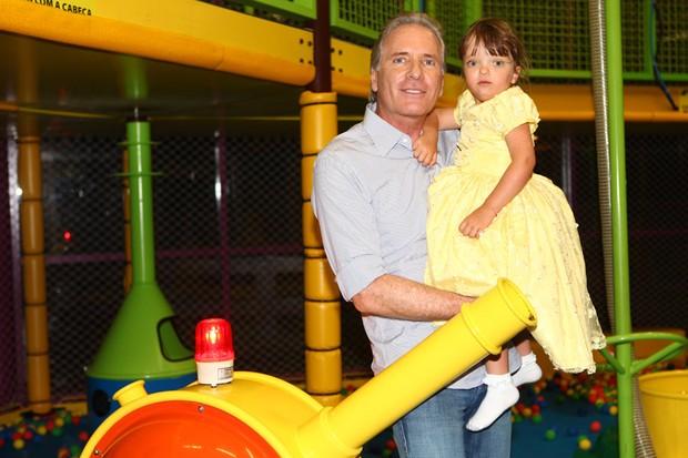 Roberto Justus posa com a filha Rafaella para o EGO (Foto: Iwi Onodera / EGO)