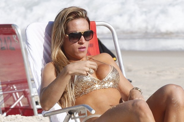 Musa da Viradouro, Dani Vieira curte praia no Rio (Foto: Marcos Ferreira/PhotoRio News)