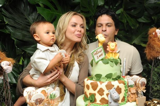 Eliana com o filho (Foto: Patricia Andrade e Marcio Cruz / Divulgação)