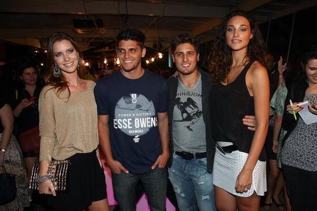 Nathalia Dill, Bruno Gissoni, Daniel Rocha e Debora Nascimento no lançamento de verão 2013 da Santa Lolla no Chez Mis, em São Paulo (Foto: Manuela Scarpa/Fotorio News)