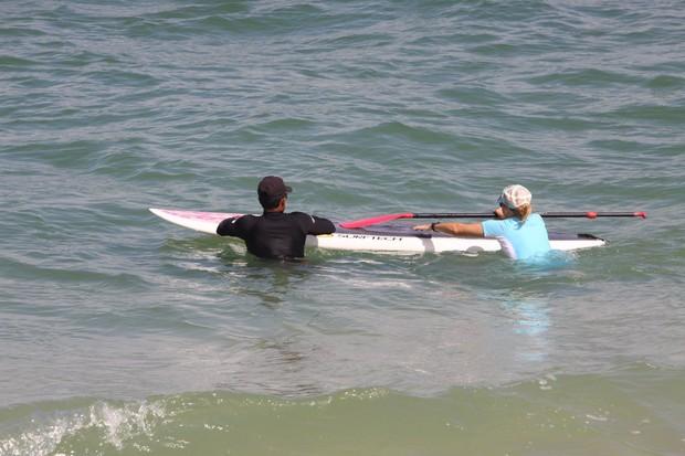 Christine Fernandes fazendo stand-up paddle (Foto: Jefferson Ribeiro)