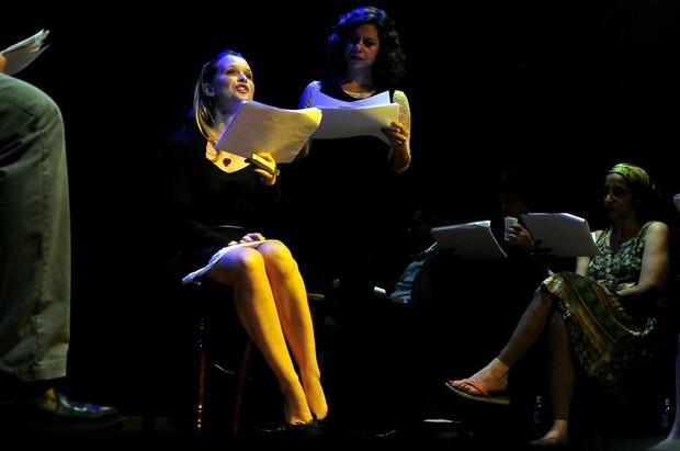 Fernanda Rodrigues na estreia da peça 'O Beijo no Asfalto' (Foto: Roberto Teixeira / EGO)