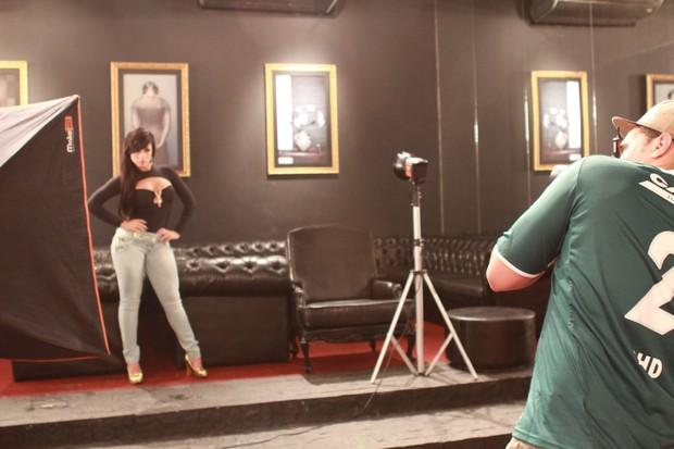 Babi Rossi nos bastidores de campanha (Foto: Divulgação)