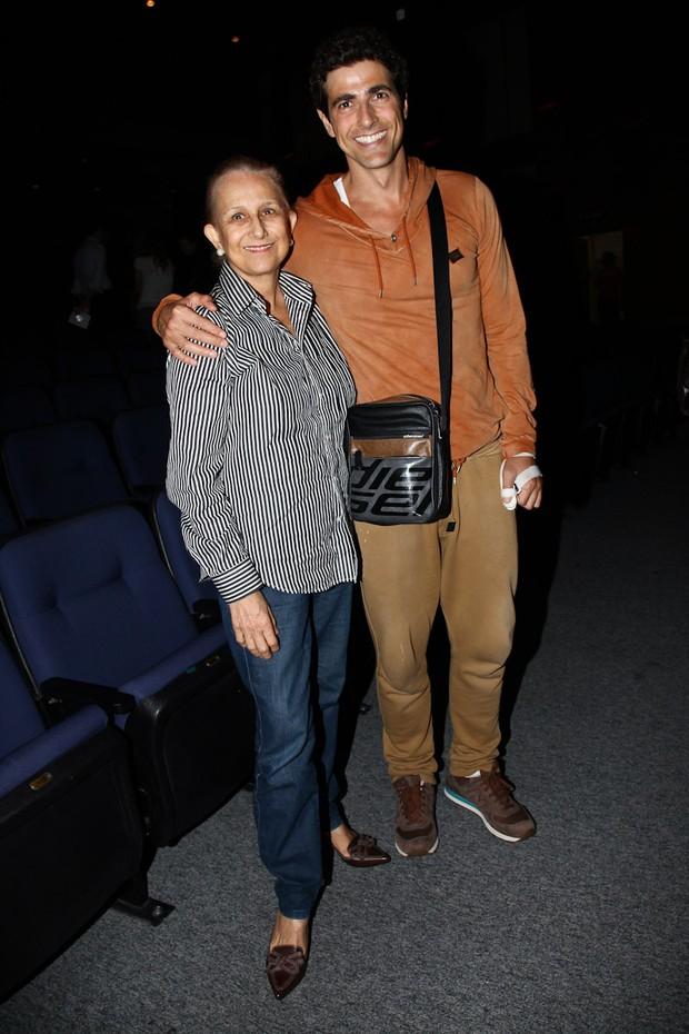 Reynaldo Gianecchini com a mãe (Foto: Manuela Scarpa / FotoRioNews)